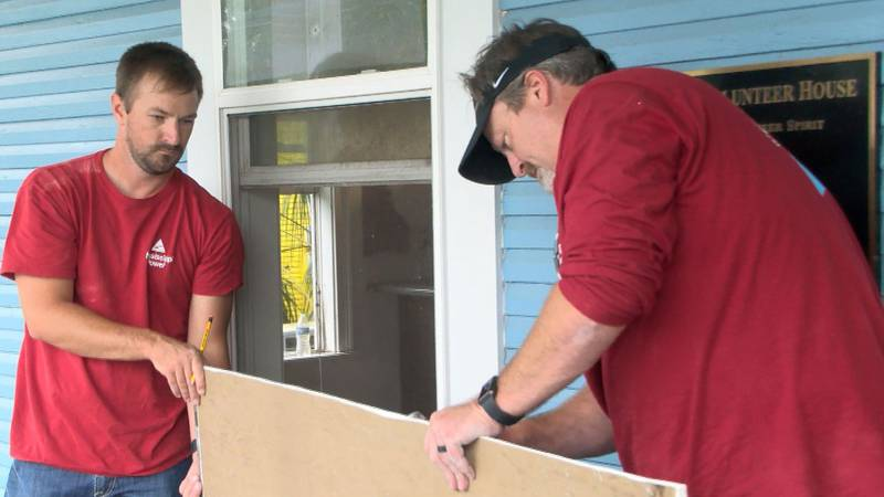Mississippi Power employees volunteered to renovate a few interior rooms inside the R3SM house...