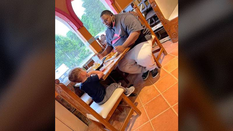 'It's the small things!': Meal shared by strangers at Mississippi restaurant goes viral