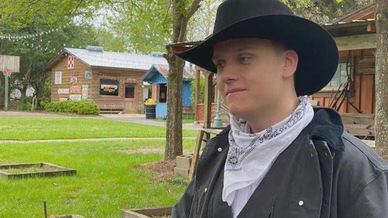 Pine belt musician Hunter Lott, who signed to a Nashville-based recording label in 2019, is now...
